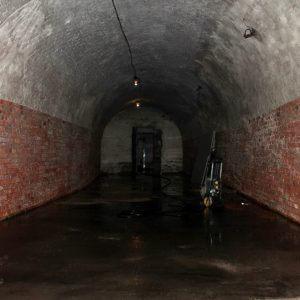 Centrinės poternos valymas nuo sovietinių dažų bei kalkių sluoksnio (2015 m.)
